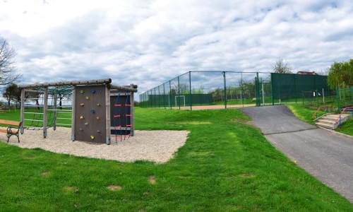 školní park a hřiště panorama